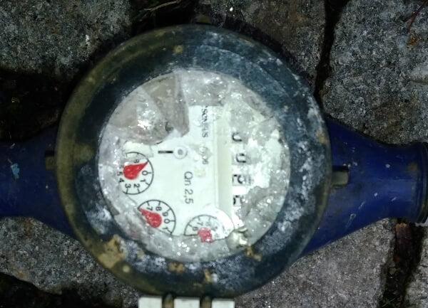 Frostzähler - so sieht ein Wasserzähler nach dem Einfrieren aus